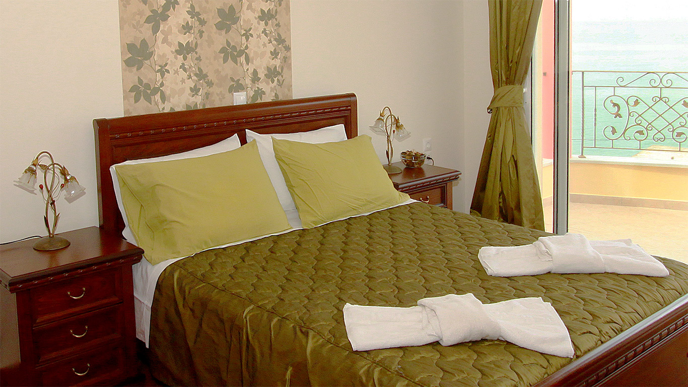 Romanza-Villas-Bedroom-Green